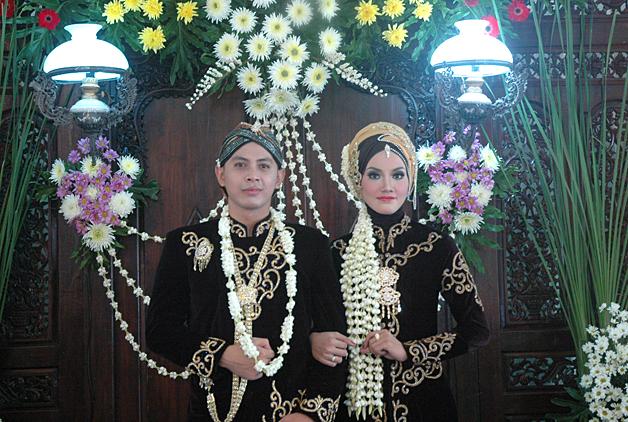 Pengantin Muslim Oci 004 Roemah Rias Arnie Suryo